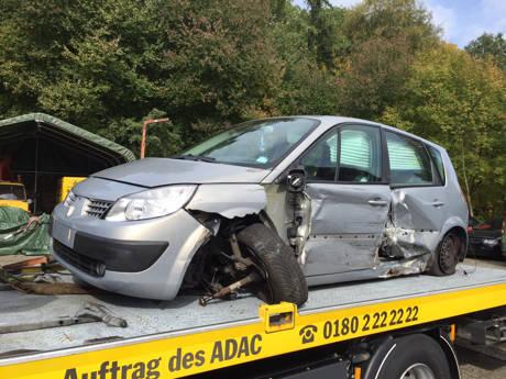 Kollision im Gegenverkehr - Eine Person verletzt und 12.000 Euro Schaden. (Foto: wirSiegen.de)