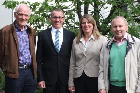Sie können Frieden stiften in der Gemeinde Wilnsdorf: die Schiedsmänner Hans-Peter Reusch, Rüdiger Schneider und Werner Boller (v.l.n.r.), hier gemeinsam mit Bürgermeisterin Christa Schuppler. (Foto: Gemeinde Wilnsdorf)