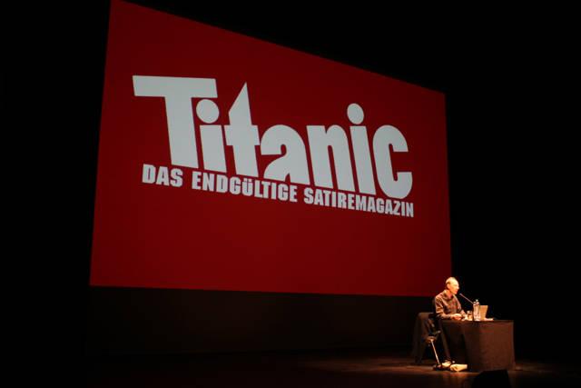 2015-11-03_Siegen_Apollo-Theater_Lesung Martin Sonneborn Die PARTEI_Foto_Hercher_03