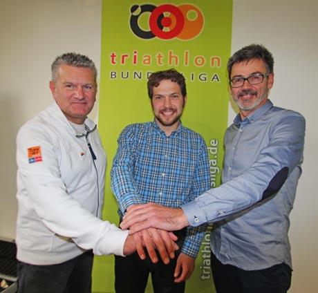 von links nach rechts: Rainer Jung, Matthias Zöll (Geschäftsführer der DTU) , Harald Vogler Ligaleiter der Triathlon Bundesliga. Foto: Sabine Jung