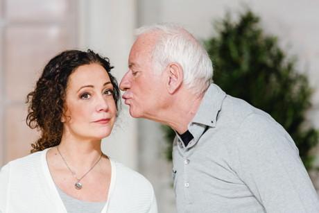 """Barbara Wussow und Peter Bongartz spüren der späten Liebe nach, in der Komödie """"Glück – Le Bonheur"""". (Foto: LaRocca)"""
