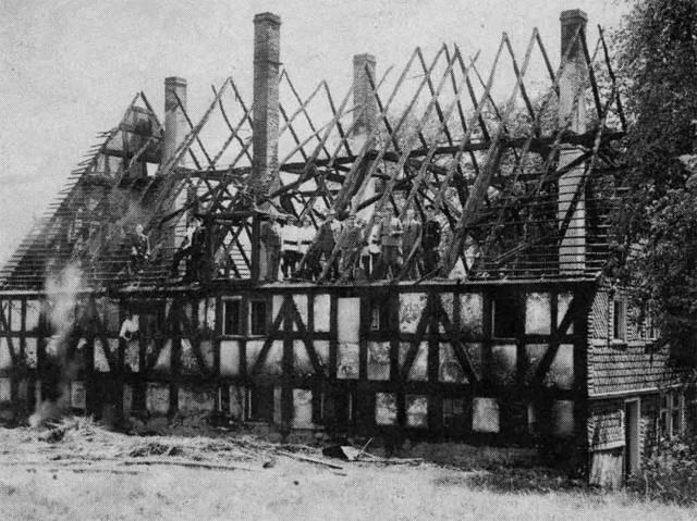 Das Haus an der Hochstraße mit der Hausnummer 18 war vor dem Brand im Jahr  1942  das vorletzte Strohdach in Dahlbruch.