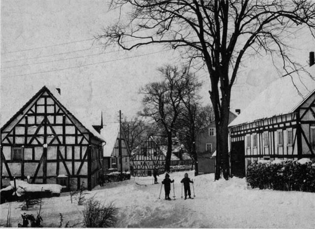 Winter in Alt-Dahlbruch auf der Hochstraße um 1960.