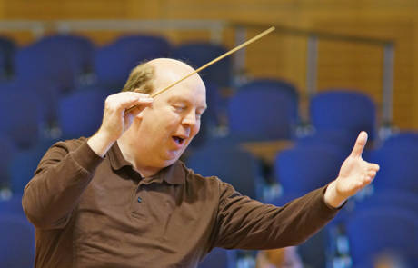 Die Philharmonie Südwestfalen spielt unter der musikalischen Leitung von Lothar R. Mayer. (Foto: privat)