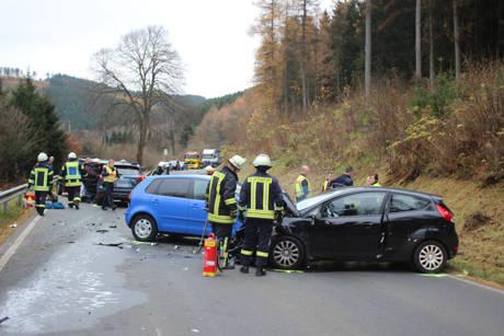 2015-11-10_Netphen_Eckmannshausen Richtung Herzhausen_VUP_4 Pkw_Foto_Hercher_1