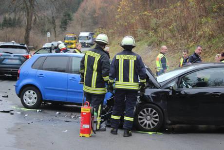 2015-11-10_Netphen_Eckmannshausen Richtung Herzhausen_VUP_4 Pkw_Foto_Hercher_2