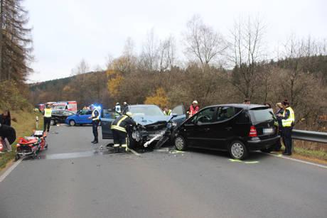 2015-11-10_Netphen_Eckmannshausen Richtung Herzhausen_VUP_4 Pkw_Foto_Hercher_6