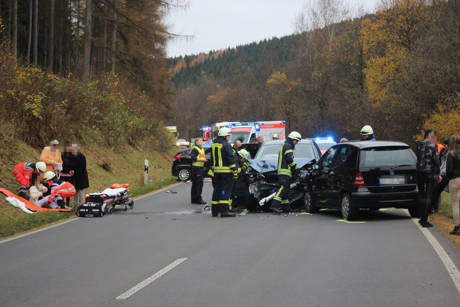 2015-11-10_Netphen_Eckmannshausen Richtung Herzhausen_VUP_4 Pkw_Foto_Hercher_7