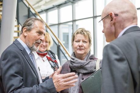 NRW-Schulministerin Sylvia Löhrmann (2.v.r.) beim 4. Sankelmarker Gespräch an der Universität Siegen. (Foto: Universität Siegen/Björn Bowinkelmann)