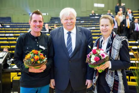 Weiter an der HRK-Spitze: Prof. Dr. Holger Burckhart (l.) und Prof. Dr. Ulrike Beisiegel mit Präsident Prof. Dr. Horst Hippler. (Foto: Uni)