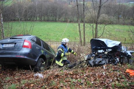 2015-11-13_Deuz-Salchendorf_Schwerer Verkehrsunfall mit fünf Verletzten_Frontalunfall_Foto_Hercher_10