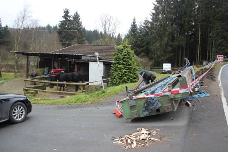 2015-11-16_Altenteich_B62_Schwertransport verliert 30Tonnen schwere Ladung_Foto_Hercher_05