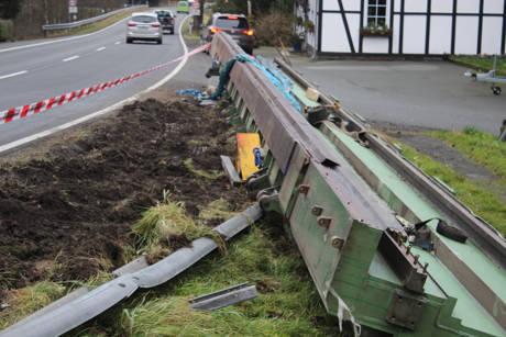 2015-11-16_Altenteich_B62_Schwertransport verliert 30Tonnen schwere Ladung_Foto_Hercher_07