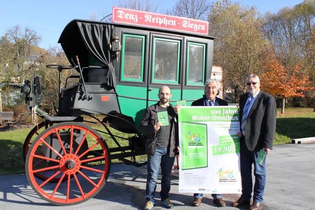 Stilecht präsentierten Alexander Fischbach (mundus.tv), Wolfgang Suttner (Kreis-Kulturreferent) sowie Klaus-Dieter Wern (Wern Group) die neue DVD. (Foto: privat)