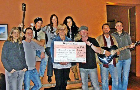 2015-11-2015_Siegen_Musiker_Spenden_6500_Euro (1)