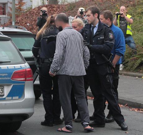 Flüchtlingsunterkunft-Siegen-Polizei-Großeinsatz (4)