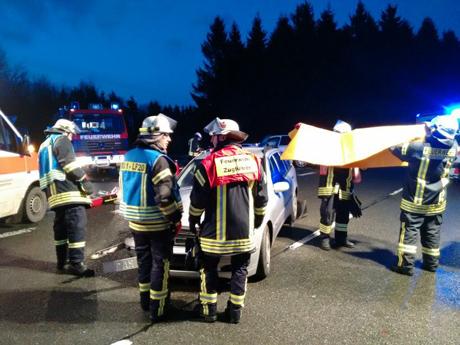 Schwerer-Unfall-Burbach-Gambach-2015-11-28