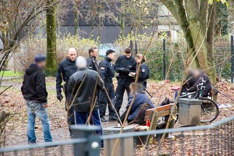 2015-12-02 POLIZEI Einsatz Siegen-35