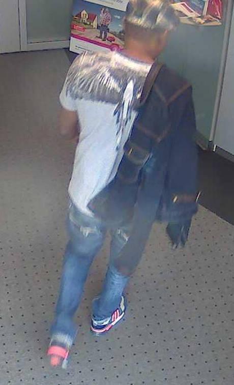 2015-12-08_Siegen_Polizei sucht unbekannten Betrüger und Urkundenfälscher_Foto_Polizei_10
