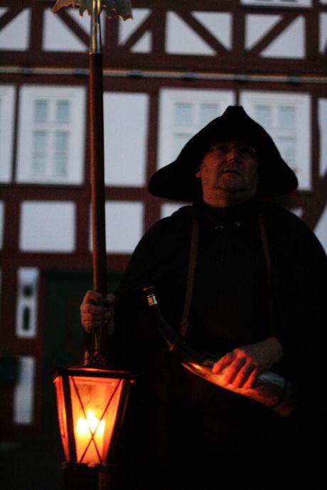 Am Samstag, 12.12.2015, ist der Burbacher Nachtwächter wieder unterwegs. Anmeldungen zur Nachtwächterführung nimmt die Tourist-Information der Gemeinde Burbach entgegen. (Foto: Gemeinde Burbach)