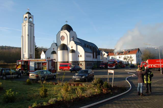 2015-12-10_Waldsolms-Kröffelbach_Flammen zerstören Klostergebäude_Foto_Fritsch_01