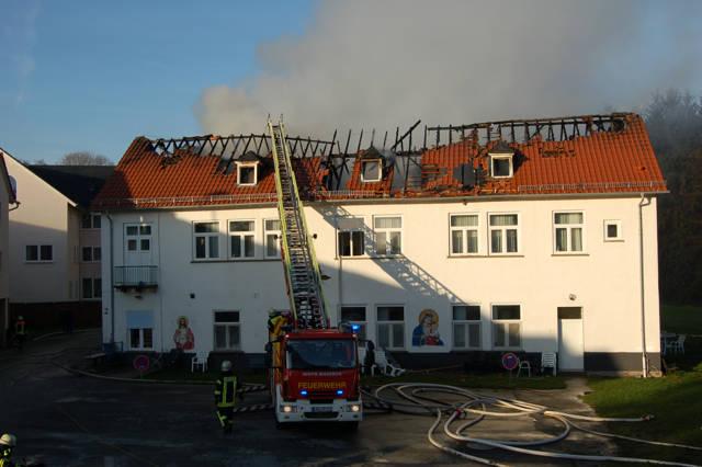 2015-12-10_Waldsolms-Kröffelbach_Flammen zerstören Klostergebäude_Foto_Fritsch_03