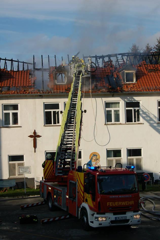 2015-12-10_Waldsolms-Kröffelbach_Flammen zerstören Klostergebäude_Foto_Fritsch_04