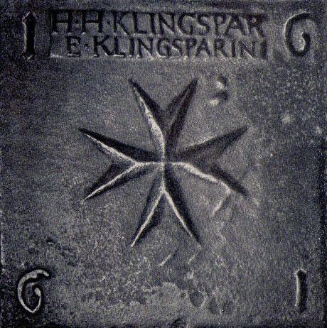 Eine gegossene Fußbodenplatte aus der alten Nikolaikirche zu Siegen mit den Namen der Stifter H.H. Klingspar und E. Klingsparin. (Fotos: Archiv Heinz Bensberg)