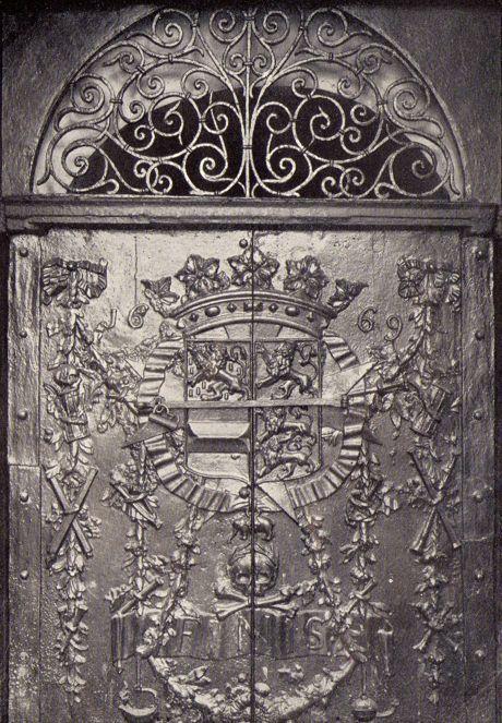 Das herrliche zweiflüglige gusseiserne Portal zur Fürstengruft in Siegen.