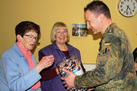 2015-12-22_Erdebrück_Ausbildungsinspektio_Weihnachtsgeschenke  (3)