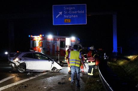 2015-12-26_Siegen_A45_Vu_Seat_Überschlag_Motor_Rausgerissen_Fotos_Groß (28)
