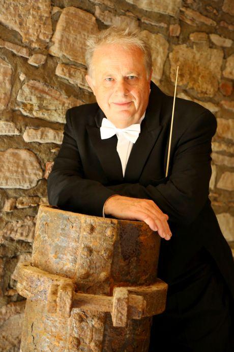 Der Dirigent Gerhard Oskamp (c) Philharmonie Südwestfalen.doc