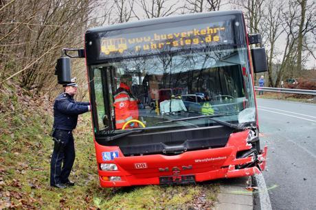 2016-01-06_Wilnsdorf-Wilden_L723_Kollision_Pkw und Bus_Foto_Hercher_06