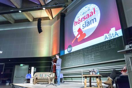 Gewinner Noah Klaus slammte bereits in der Vorrunde seine Kontrahenten an die Wand. (Fotos: Uni)