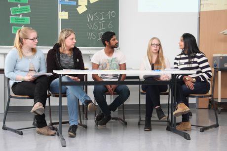 Im Rollenspiel diskutierten die Schüler und stellten den Standpunkt eines italienischen Bürgermeisters oder des deutschen Innenministers dar. (Foto: Berufskolleg)