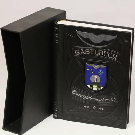 Das neue Gästebuch des Einsatzführungsbereich 2. Im Jubiläumsjahr des Standortes, denn die Garnison wird in diesem Jahr stolze 50 Jahre, musste einfach etwas neues und würdevolles herbei.