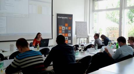 Die Referentin Sabine Krieger in einem zurückliegenden Seminar bei Startpunkt57 in Aktion. (Foto: Startpunkt57)