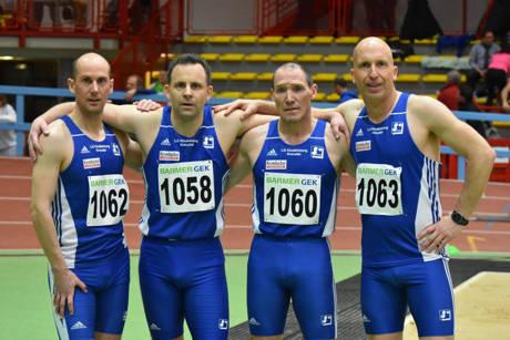 4 x 200 Meter Staffel M 40: v.l. Christian Lück, Carsten Boller, Burkhard Krumm, Markus Nassauer (Fotos: LGK)