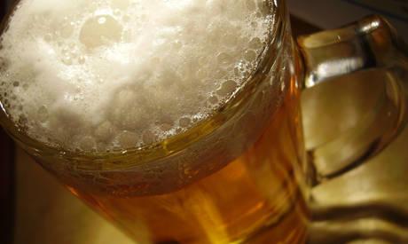 Deutsche Biere sind mit Glyphosat belastet, sagt das Umweltinstitut München. Foto: KFM / pixelio.de