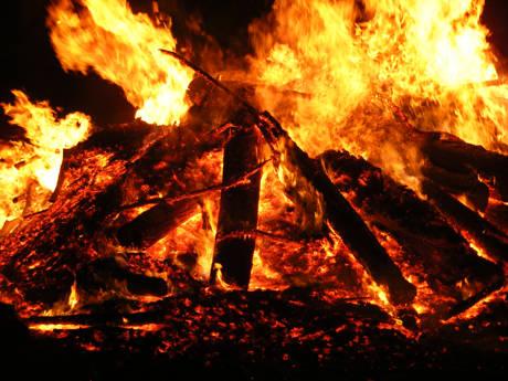 Bei den Hexenverbrennungen wurden die Verurteilten über schnell brennbarem Material an einen Pfahl gebunden und bei lebendigem Leibe verbrannt. (Foto: Nadine Krauß / pixelio.de)