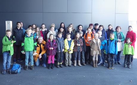 """34 Kinder und Eltern erlebten einen aufregenden Tag in der Lüdenscheider """"Phänomenta"""". Foto: Stadtjugendpflege"""