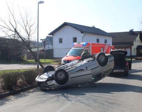 2016-03-02_Verkehrsunfall_Altenhof_Pkw-Überschlag_Drei_Verletzte_Polizeibild
