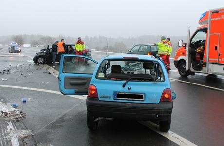 Zwei Personen wurden bei einem Verkehrsunfall bei Hünsborn verletzt. Foto: Polizei