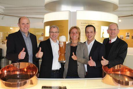 Freuen sich über die neue Partnerschaft: Harald Scherer (Leiter der Krombacher Media-Agentur DMS), Jo Schindler (Geschäftsführer motion events GmbH), Petra Wassiluk (Veranstaltungsmanagement motion events GmbH), Carsten Schütz (DMS) und Uwe Riehs (Geschäftsführer Marketing der Krombacher Brauerei). Foto: obs/Krombacher Brauerei GmbH & Co.