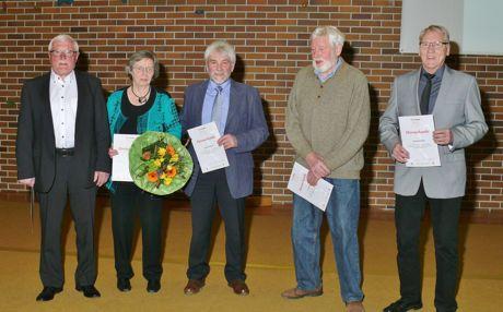 Für 60 Jahre im TV Eichen geehrt: Jürgen Althaus, Annemarie Pfeifer, Ewald Seiffarth, Erhardt Flender und Harald Suchard (v.li.). Foto: Verein