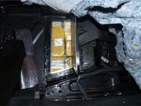 Das Heroin hatten die Tatverdächtigen in Hohlräumen ihres Autos versteckt. Foto: Polizei