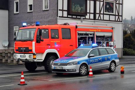 2016-03-24_Kreuztal-Kredenbach_B508_Auffahrunfall mit drei Verletzten_Foto_Hercher_02