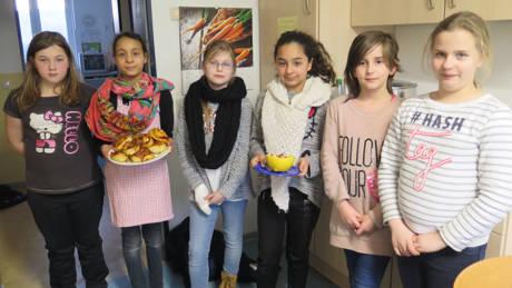 Mit voller Konzentration kochten die jungen Ernährungsexpertendie unterschiedlichsten Gerichte. (Foto: Stadt Siegen)