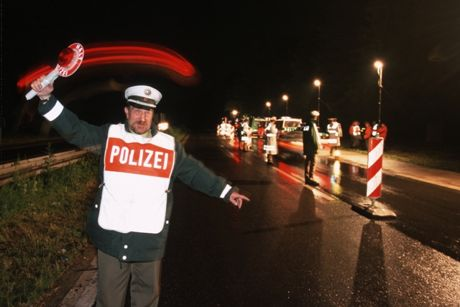 Bis in die späten Abendstunden wurden Autos und Personen kontrolliert. Fotos (3): Polizeibehörde