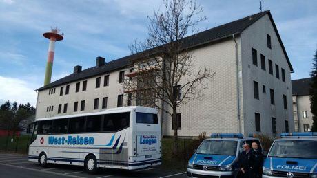 Die landesweite Schwerpunktaktion wurde auch in der Flüchtlingsunterkunft in Burbach durchgeführt. Fotos (2): Hercher/wirSiegen.de